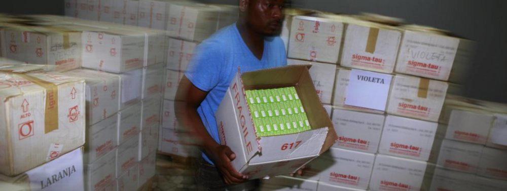 Foto:Suministro de medicamentos contra la malaria en Mozambique. LUIS SEVILLANO